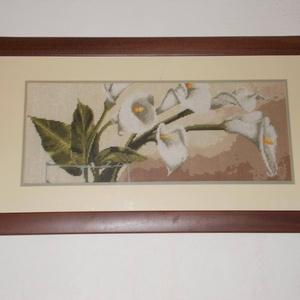 Fehér kála, gobelinkép keretezve, Művészet, Textil, Gobelin, Hímzés, Gobelin kép, keretezve:\n68x34 cm. \nFehér virágos gobelin képek, tulipán és kála.\nPárban nagyon mutat..., Meska