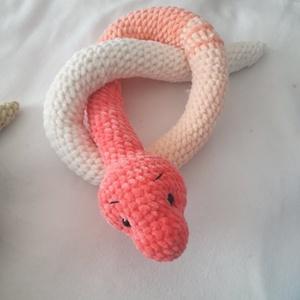Kígyó plüss fonalból, Játék & Gyerek, Plüssállat & Játékfigura, Más figura, Horgolás, Horgolt kígyó, finom tapintású puha plüss fonalból készült,\n\nHossza: 1 méter\n\nSzemélyes átvétel Dány..., Meska