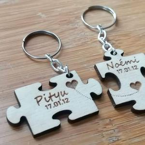 Kulcstartópár szerelmeseknek, Ékszer, Gravírozás, pirográfia, Fából készült kulcstartópár.\nLepd meg szerelmed, vagy szeretteid.\nAnyaga:  3mm vastag fa.\nCo-s graví..., Meska