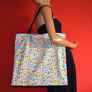 Színes tacskók nagyméretű vászontáska fekete pánttal, Táska & Tok, Bevásárlás & Shopper táska, Shopper, textiltáska, szatyor, Varrás, Nagyméretű vászontáska / bevásárlótáska, színes tacskók mintával, fekete pánttal, belül kulcstartóva..., Meska