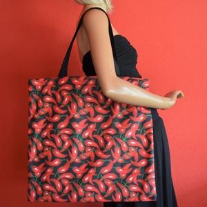 Pirospaprika mintás nagyméretű vászontáska fekete pánttal, Táska & Tok, Bevásárlás & Shopper táska, Shopper, textiltáska, szatyor, Varrás, Nagyméretű vászontáska / bevásárlótáska, pirospaprika mintával, fekete pánttal, belül kulcstartóval...., Meska