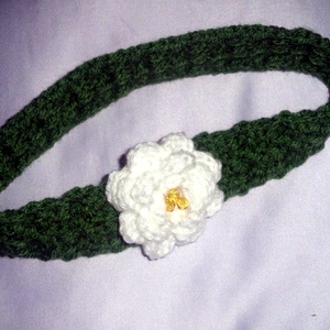 Rózsás hajpánt  , Ruha & Divat, Babaruha & Gyerekruha, Horgolás, Bármilyen színű hajhoz jól illik ez a horgolt zöld hajpánt, melyet egy 6,5 cm-es fehér rózsa díszít,..., Meska