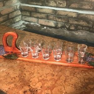 Pálinkás pohár kínáló 12 darabos, Férfiaknak, Sör, bor, pálinka, Hagyományőrző ajándékok, Otthon & lakás, Képzőművészet, Vegyes technika, Festett tárgyak, Famegmunkálás, Egyedi tervezés alapján készült 12 darabos pálinkás pohár kínáló szőlő díszítéssel.\nAnyaga kőris (ke..., Meska
