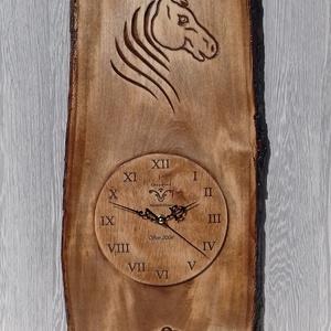 lovasóra óra falióra faragott óra lóóra ló , Dekoráció, Otthon & lakás, Kép, Famegmunkálás, 54x24cm\n17cm óralappal\nfaragott hársfa, Meska