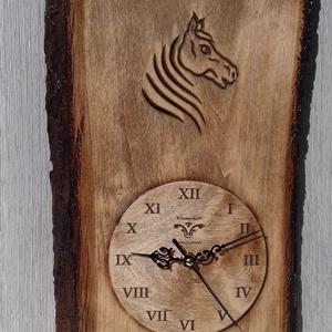 lovas óra falióra lóóra faragott óra, Dekoráció, Otthon & lakás, Kép, Dísz, Famegmunkálás, 36x24cm\n14cm óralappal \nfaragott hársfa, Meska