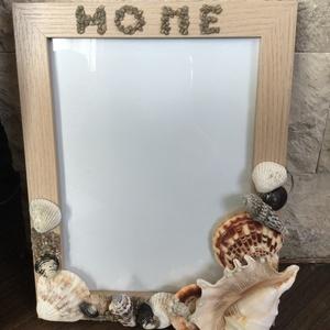 Képkeret kagylóval díszítve, Dekoráció, Otthon & lakás, Lakberendezés, Falikép, Mindenmás, Képkeret kicsit másképp.Eredeti tengeri kagylóval,gyöngyökkel ,pici kövekkel díszített képkeret.Erős..., Meska
