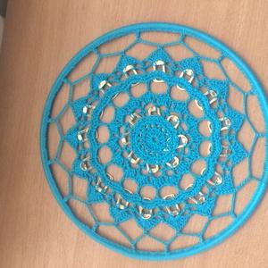 Mandala-ablakdísz, Dekoráció, Otthon & lakás, Kép, Lakberendezés, Horgolás, Szeretek újrahasznosítani. Így született ez a dísztárgy\n.\nTaláltam némi vastag drótot, amiből egy ke..., Meska
