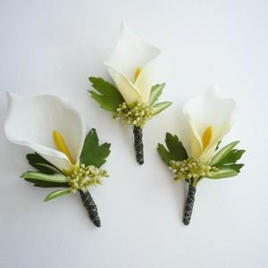 Kála kitűző selyemvirágból, Esküvő, Hajdísz, ruhadísz, Virágkötés, Selyem kálából készült kitűző vagy öltönydísz vőlegénynek, örömapának tanuknak.\n\nSzemélyesen átvehet..., Meska