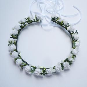 Fejdísz koszorú, Esküvő, Hajdísz, ruhadísz, Virágkötés, Apró fehér habrózsákból készítettem ezt a romantikus fejkoszorút. A virágos hajdísz jól mutat kienge..., Meska