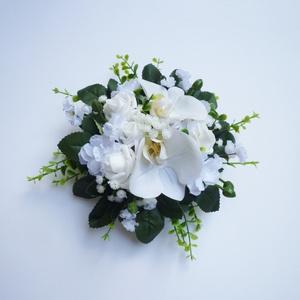 Esküvői asztaldísz , Esküvő, Esküvői dekoráció, Virágkötés, SZEZONVÉGI AKCIÓ -30% a feltüntetett árból!\nKb. 20-22cm átmérőjű kis kerek esküvői asztaldísz selyem..., Meska