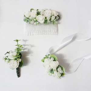 Esküvői gyöngyös rózsás szett, Esküvő, Hajdísz, ruhadísz, Virágkötés, Mini habrózsákból és apró gyöngyökből készült esküvői garnitúra:\n- csuklódísz\n- vőlegény öltönydísz ..., Meska
