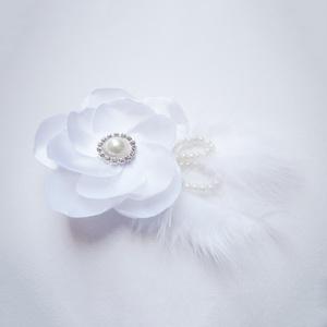 Esküvői hajdísz, Esküvő, Farsang, Hajdísz, ruhadísz, Esküvőre vagy szalagavatóra hófehér tollas báli hajdísz, csatt alapon.   Személyes átvétel X. kerüle..., Meska