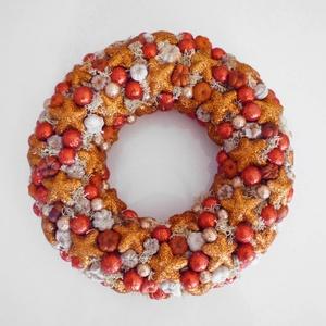 Karácsonyi csillagos ajtódísz, Otthon & Lakás, Karácsony & Mikulás, Karácsonyi kopogtató, Virágkötés, Csillagokkal és gömbökkel díszített színes karácsonyi ajtódísz. Kb. 24 cm átmérőjű.\n\nX. kerületben s..., Meska