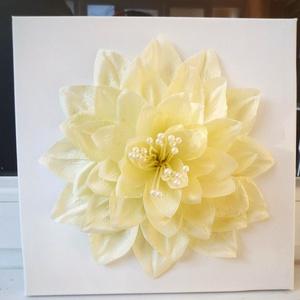 Fali dísz óriás virág kép, Falra akasztható dekor, Dekoráció, Otthon & Lakás, Virágkötés, Kb. 30x30cm-es fali dísz. Ezt a selyemvirágszirmokból készült képet polcdísznek, vagy akár a gardrób..., Meska