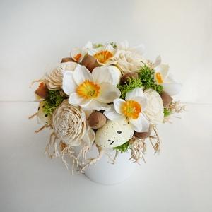 Húsvéti asztaldísz, Otthon & lakás, Lakberendezés, Asztaldísz, Virágkötés, Vidám selyemvirág - szárazvirág asztaldísz, fehér kaspóban selyem nárciszokkal és tojásokkal. Kb. 1..., Meska