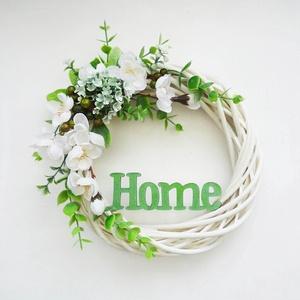Tavaszi zöld ajtódísz , Otthon & lakás, Lakberendezés, Ajtódísz, kopogtató, Virágkötés, 20 cm átmérőjű kopogtató koszorú, bejárati ajtóra. Fehér fűzfa alapra készítettem selyemvirágokkal,..., Meska