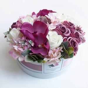 Nagy rózsás orchideás virág doboz , Otthon & lakás, Gyönyörű selyemvirágból készült virágdoboz  lila rózsákkal és hortenziával, és orchideával. Gratulál..., Meska