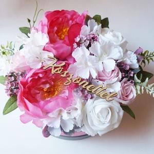 Nagy szülőköszöntő virágdoboz, Otthon & lakás, Gyönyörű selyem hortenziából, habrózsából, szappanrózsából és pink selyem pünkösdi rózsából készítet..., Meska