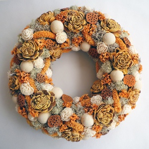Vintage narancs ajtódísz , Otthon & lakás, Lakberendezés, Ajtódísz, kopogtató, Virágkötés, Vintage stílusú koszorú szárazvirágokból és termésekből, pasztell narancs és natúr színben . Ajtódís..., Meska