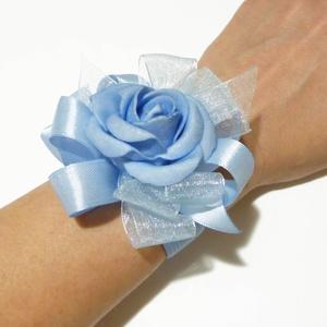 Kék rózsa csuklódísz, Esküvő, Esküvői ékszer, Kék habrózsából és szalagból készítettem ezt a bájos kardíszt, koszorúslányoknak vagy női tanuknak g..., Meska