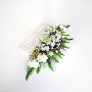Greenery esküvői hajdísz, Fésűs hajdísz, Hajdísz, Esküvő, Virágkötés, Zöld és fehér színű esküvői hajdísz fésű alapra selyemvirágból. Kb 10-12 cm széles.\n\nSzemélyesen átv..., Meska