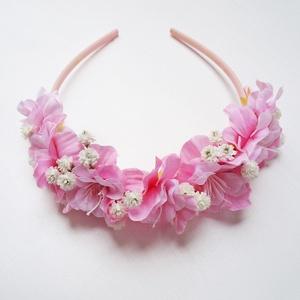 Koszorúslány fejdísz rózsaszín, Esküvő, Esküvői ékszer, Vidám rózsaszín selyemvirág fejdísz, melyet hajpánt alapra készítettem.  Személyesen átvehető Budape..., Meska