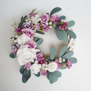 Lila rózsás leveles ajtódísz, Otthon & lakás, Lakberendezés, Ajtódísz, kopogtató, 20 cm-es alapra készült lila rózsával díszített koszorú. Fehér fűzfa alapra készítettem selyemvirágo..., Meska