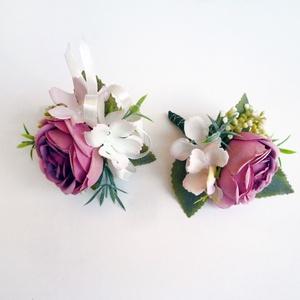 Esküvői selyemvirág szett kitűző és kardísz mályva, Esküvő, Esküvői ékszer, Esküvői stílusú selyemvirág szett. Kitűző alapra és gumis kardísz pántra készítettem.  Vőlegény kitű..., Meska