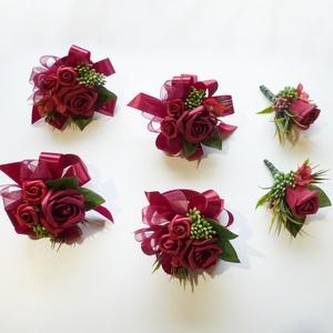 6db-os bordó esküvői szett ( kitűző és csuklódísz ), Esküvő, Esküvői ékszer, Bordó selyemvirág szett. Kitűző alapra és gumis kardísz pántra készítettem. Örömanyáknak, örömapákna..., Meska