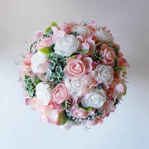 Kis menyasszonyi örök csokor barackvirág és fehér, Esküvő, Esküvői csokor, Púder/ barackvirág és fehér habrózsából kötöttem rezgővel és zöldekkel kiegészítve. A félgömb esküvő..., Meska