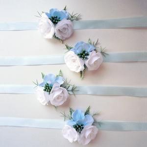 4db-os koszorúslány csuklódísz csomag, Esküvő, Esküvői ékszer, Virágkötés, Kék selyem hortenzia és fehér apró selyem rózsa díszíti ezeket a koszorúslány karszalagokat, világos..., Meska