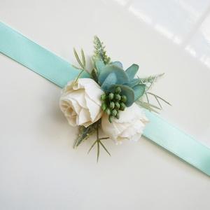Menta koszorúslány csuklódísz , Esküvő, Esküvői ékszer, Menta zöld selyem hortenzia és fehér apró selyem rózsa díszíti ezt a koszorúslány karszalagot, menta..., Meska