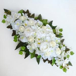 Esküvői selyemvirág asztaldísz , Esküvő, Esküvői dekoráció, Szépséges selyemvirágokból készült egyedi, mandula formájú esküvői asztaldísz.  Mérete: kb. 50cmx25c..., Meska