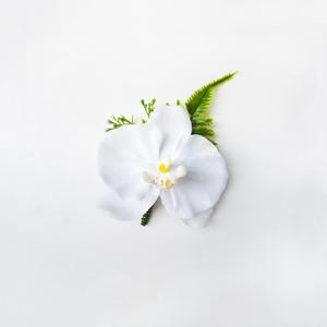 Selyem orchidea vőlegény kitűző , Kitűző, Kiegészítők, Esküvő, Virágkötés, Fehér orchideából készült vőlegénykitűző, a csokorhoz illő.\nSzemélyes átvétel X. kerületben, futársz..., Meska