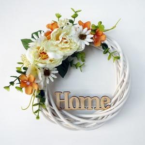 HOME ajtódísz koszorú krém, Otthon & lakás, Lakberendezés, Ajtódísz, kopogtató, Virágkötés, 20 cm átmérőjű virágos koszorú, HOME felirattal. Fehér fűzfa alapra készítettem selyemvirágokból és ..., Meska
