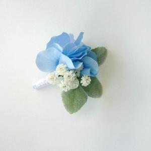 Kék hortenziás esküvői kitűző, Kitűző, Kiegészítők, Esküvő, Virágkötés, Kék selyem hortenziából nyuszifüllel készült kitűző. Vőlegény, örömapa, tanuk vagy vőfély részére aj..., Meska