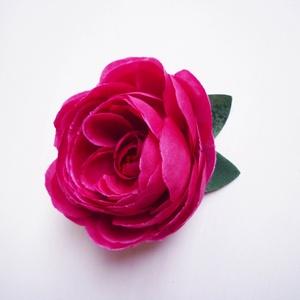 Pink bazsarózsa hajdísz, Fésűs hajdísz, Hajdísz, Esküvő, Virágkötés, Mély pink vagy fukszia színű bazsarózsa hajdísz kisebb fém fésű alapon. Menyecske ruha kiegészítőjek..., Meska