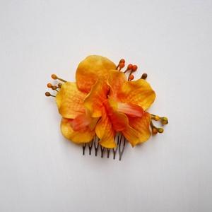 Narancs orchidea hajdísz, Fésűs hajdísz, Hajdísz, Esküvő, Virágkötés, Narancs és sárga árnyalatú orchideás hajdísz kisebb fém fésű alapon. Menyecske ruha kiegészítőjeként..., Meska
