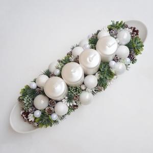 Adventi tál fehér kövirózsás, Karácsony & Mikulás, Adventi koszorú, Kb. 36cm hosszú kompozíció, hosszúkás fehér tálba készült adventi asztaldísz, hófehér  gömbökkel, és..., Meska