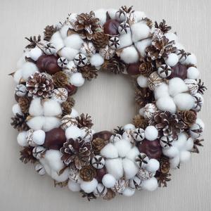Gyapotvirágos ajtódísz , Karácsony & Mikulás, Karácsonyi kopogtató, Virágkötés, Különleges téli hangulatú koszorú gyapotból, fehér pomponokból és havas tobozokból, és vadgesztenyéb..., Meska