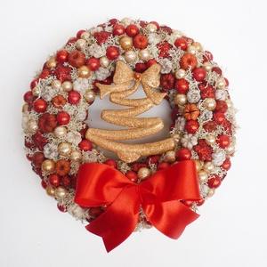 Piros karácsonyi kopogtató koszorú, Karácsony & Mikulás, Karácsonyi kopogtató, Virágkötés, Tobozokból, termésekből, arany bogyókból bogyókból készítettem ezt a téli hangulatú ajtódíszt. Közep..., Meska
