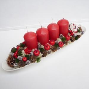 Karácsonyi asztaldísz piros gyertyákkal , Karácsony & Mikulás, Adventi koszorú, Virágkötés, 36 cm hosszúkás fehér tálba készült adventi asztaldísz, műfenyővel és bogyós termésekkel. \n* Átvétel..., Meska
