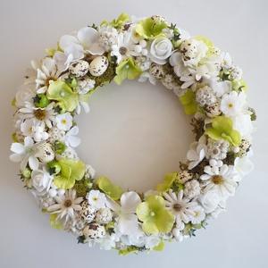 Tavaszi zöld ajtódísz, Otthon & Lakás, Dekoráció, Ajtódísz & Kopogtató, Virágkötés, 25 cm átmérőjű natúr fűzfa koszorú alapra készült selyemvirágos koszorú, tavszi virágokkal és mini m..., Meska