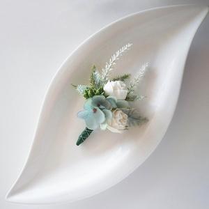 Menta fehér vőlegény kitűző, Esküvő, Kiegészítők, Kitűző, Virágkötés, Vőlegény vagy tanú részére készült kitűző selyemvirágból, törtfehér és menta vagy cívkék színben. Kb..., Meska