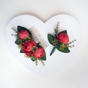 Piros boglárkás esküvői szett, Esküvő, Ékszer, Karkötő & Csuklódísz, Virágkötés, Piros selyemvirág szett, menyasszonyi vagy menyecske ruhához hajdísz és vőlegény kitűző. Magyaros va..., Meska