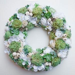 Tavaszi menta zöld ajtódísz, Otthon & Lakás, Dekoráció, Ajtódísz & Kopogtató, Virágkötés, 25 cm átmérőjű, selyemvirágos-száraz virágos koszorú, tavaszi virágokkal, selyem hortenziával, ming ..., Meska