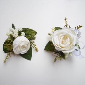 Esküvői selyemvirág szett kitűző és kardísz fehér, Kitűző, Kiegészítők, Esküvő, Virágkötés, Esküvői stílusú selyemvirág szett. Kitűző alapra és gumis kardísz pántra készítettem.\nVőlegény kitűz..., Meska