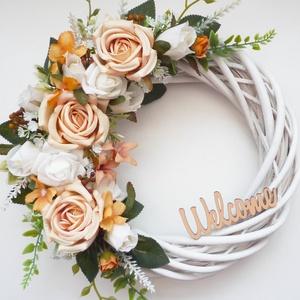 Nagy barack rózsás ajtódísz , Otthon & Lakás, Dekoráció, Ajtódísz & Kopogtató, Virágkötés, 25 cm átmérőjű romantikus kopogtató koszorú. Fehér fűzfa alapra készítettem, selyemvirágokkal, paszt..., Meska