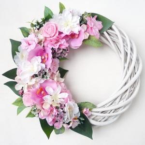 Nagy tavaszi rózsaszín ajtódísz , Otthon & Lakás, Dekoráció, Ajtódísz & Kopogtató, Virágkötés, 25 cm átmérőjű romantikus kopogtató koszorú. Fehér fűzfa alapra készítettem, selyemvirágokkal, habró..., Meska