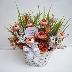 Anyák napi virág kosár , Vidám tavaszi selyemvirág asztaldísz, apró fehér virágokkal, bogárkával, virágos ágakkal és műfűvel...., Meska
